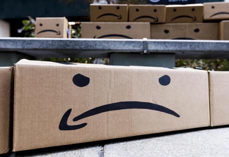 Amazon, record di utili ma non paga tasse per oltre 10 miliardi