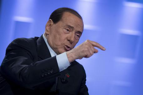 Berlusconi in ripresa dopo l'intervento di due giorni fa