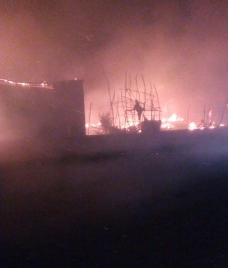 Incendio in baraccopoli S. Ferdinando, una vittima © ANSA