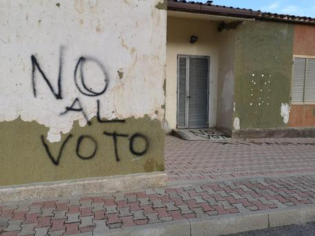 Latte, tregua armata a vigilia voto