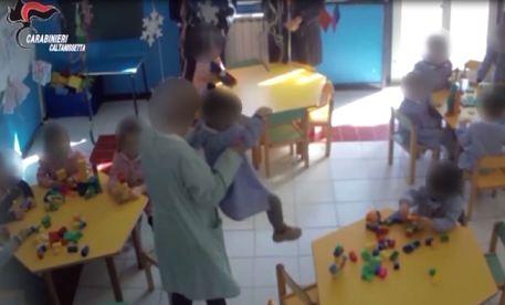 Arrestata maestra che maltrattava i bambini in asilo