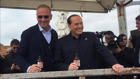 Berlusconi passeggia al Poetto