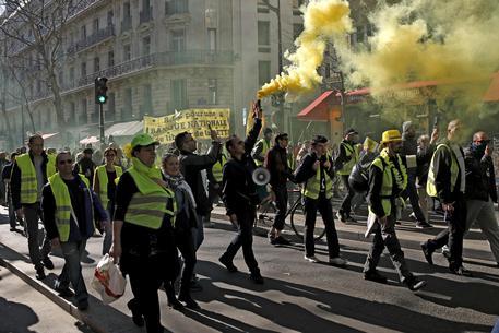 Francia, i Gilet gialli danno il via al 15esimo atto