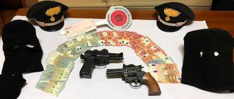 Catania, rapinano Poste: arrestati col bottino in mano