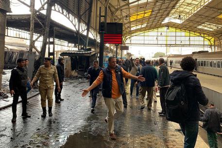 Egitto: 25 morti e 40 feriti a stazione centrale