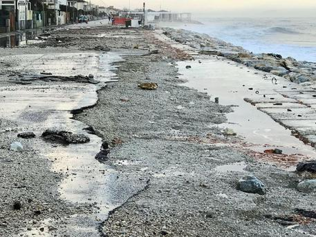 Scogliere Subito O La Spiaggia Sparira Marche Ansa It