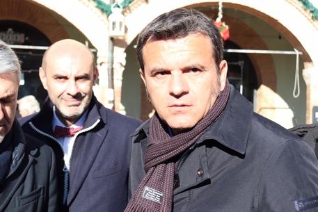 Latte, Centinaio: oggi con Conte in Sardegna, subito tavolo con filiera