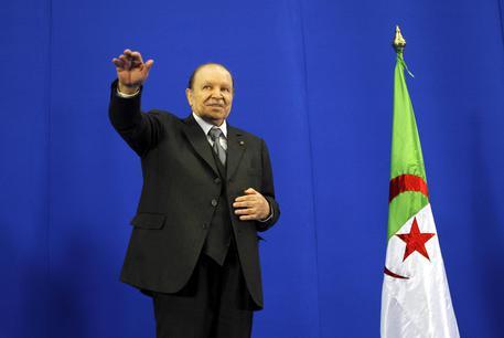 Algeria: Bouteflika si è dimesso