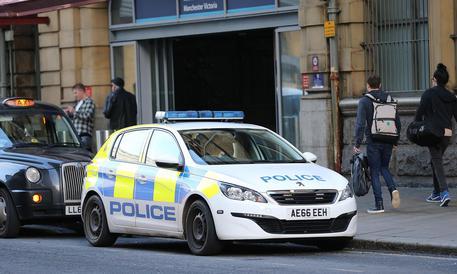 Ragazza italiana trovata morta in casa a Manchester: due fermi per omicidio