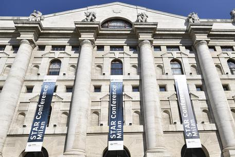 Borsa Milano corre 1,6%, spread a 206