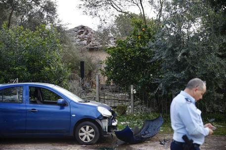 Israele, razzo sparato da Gaza colpisce casa vicino a Tel Aviv: feriti