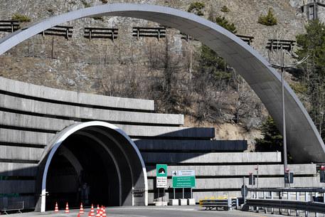 Fumo da un bus nel tunnel Monte Bianco