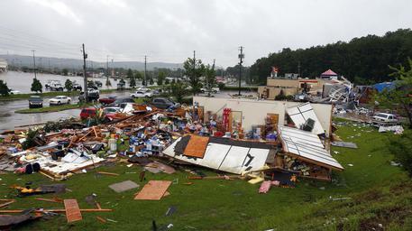 Usa, tornado colpisce l'Alabama: 23 morti. Case completamente distrutte