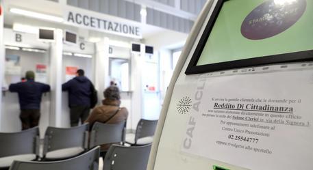 La sala d'attesa del Caf Acli in corso Europa a Milano © ANSA