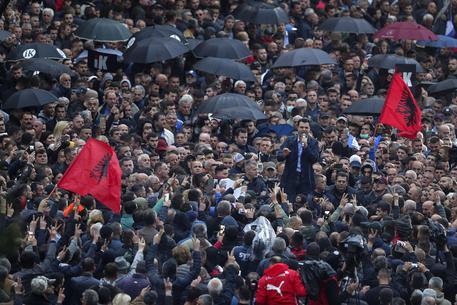 Albania: tensione a Tirana, scontri tra polizia e manifestanti VIDEO