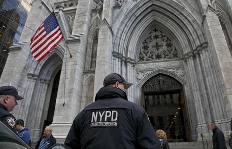 Tenta di incendiare la cattedrale di Saint Patrick a New York, arrestato