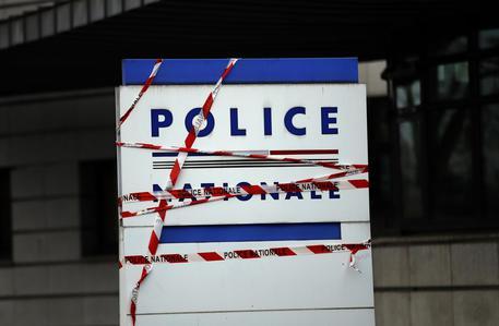 Spara e si barrica a Lourdes, ostaggi ex compagna e figlia