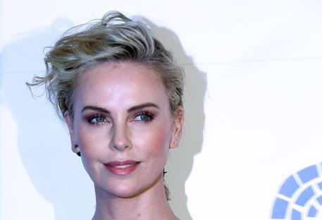 Charlize Theron rivela: