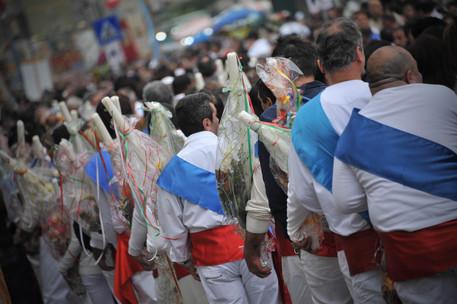 La processione dei fujenti © ANSA