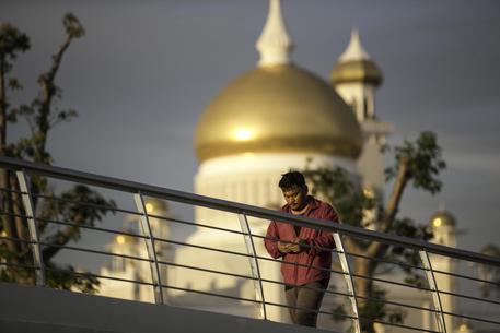 Brunei introduce la pena di morte per lapidazione per sesso gay