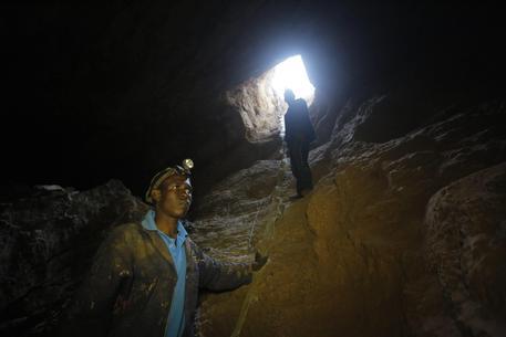 Sudafrica: 1.800 minatori bloccati