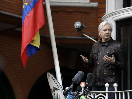 Julian Assange arrestato a Londra da Scotland Yard