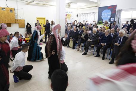 Mattarella in Giordania, visita campo profughi siriani