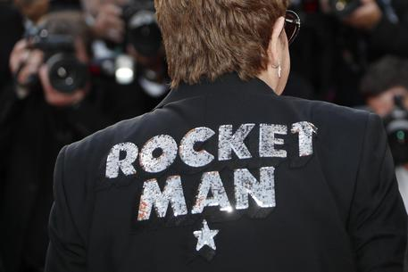 Cannes, arriva Elton John ed è subito fashion