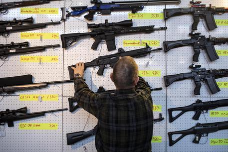 La Svizzera va al referendum per più controlli sulle armi