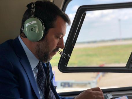 Salvini in Ungheria visita il muro anti-migranti di Orban