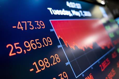 aa05cfc5f8 Borse Europa in rosso, spread cala a 280. Pesano timori guerra commerciale,  male il petrolio