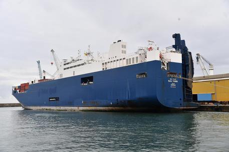 La nave saudita che trasporta armi attracca a Genova: portuali in sciopero