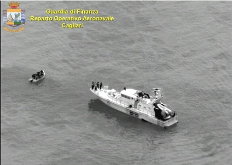 Migranti: in 51 da Algeria in Sardegna