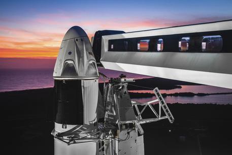 SpaceX, lanciati i primi 60 satelliti: servizi attivi già nel 2020