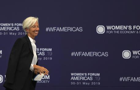 IMF warns U.S.-China tariffs to slash global growth in 2020