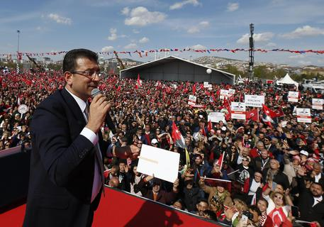 Turchia: opposizione, a Istanbul calpestata volontà popolare