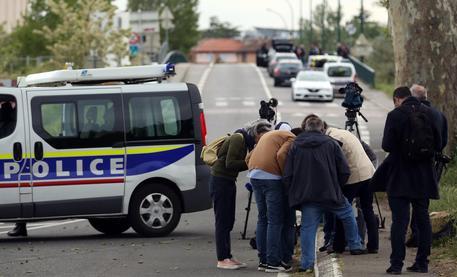 Tolosa, 17enne armato si barrica in un bar: liberati gli ostaggi