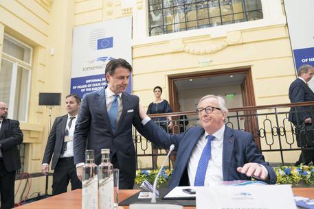 Juncker sui conti pubblici: l'Italia rischia procedura per anni'