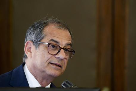 Tria: l'Italia rispetta sostanzialmente le regole fiscali europee