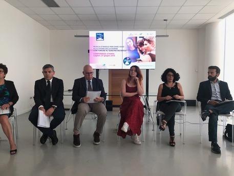 Noemi dà voce a donne con tumore seno