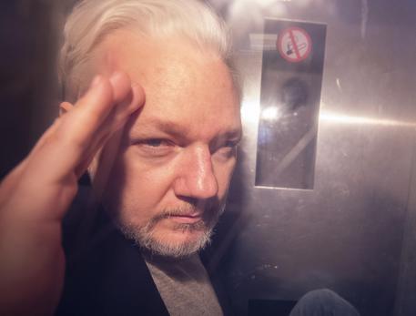 Wikileaks, Londra firma l'ordine di estradizione per Assange VIDEO