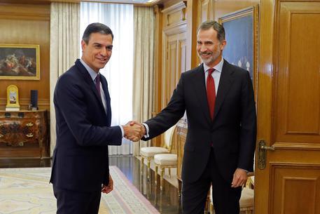 Spagna, il re dà l'incarico al leader socialista Sanchez