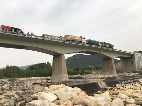 "Protesta a Oliena: ""riaprite ponte Oloè"""