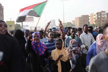 Sudan, finita la crisi: c'è la firma tra militari e civili