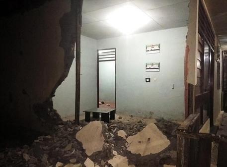 Scossa di terremoto in Indonesia, danni ad un tempio a Bali