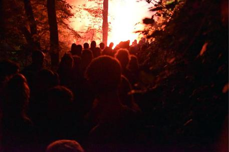 Riparte la protesta No Tav: incendio e razzi contro la polizia