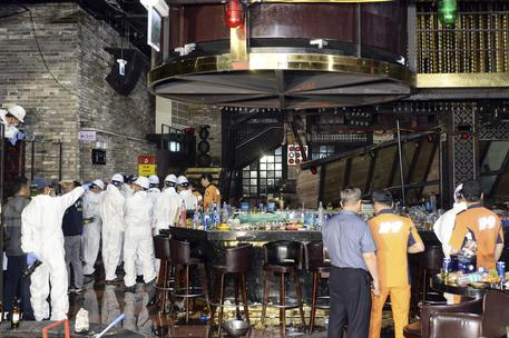 Corea:crolla balconata in disco, 2 morti