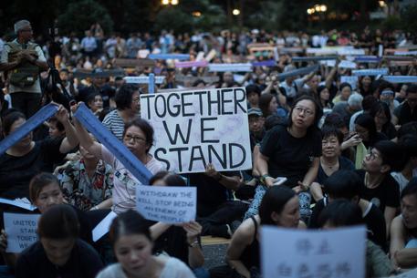 Hong Kong: migliaia di manifestanti a stazione treni da Cina