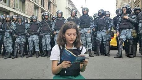 Proteste a Mosca con 600 fermi, fermata pure Lyubov Sobol