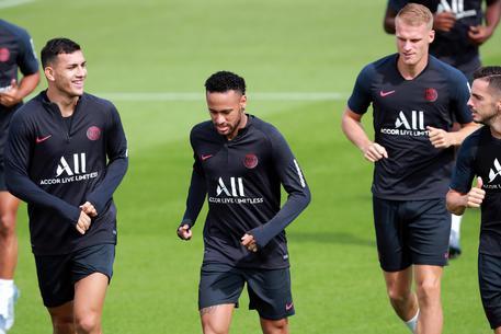 Neymar si avvicina al Real Madrid: ingaggio monstre offerto da Perez
